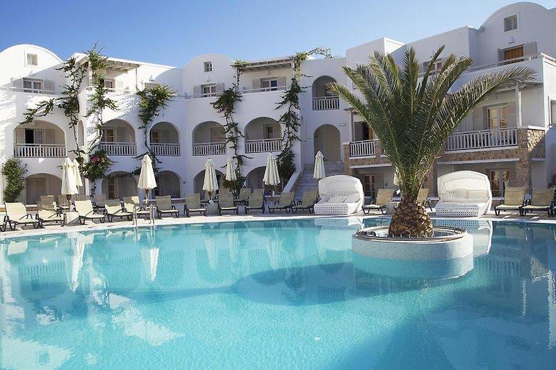 Aegean Plaza Hotel in Kamari, Santorin Pool