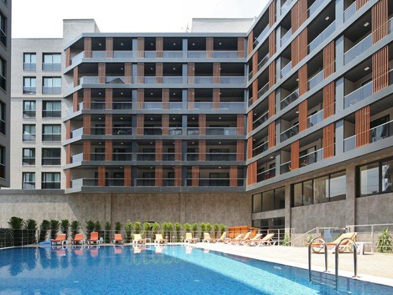 Coordinat Suits in Izmir, Türkische Ägäis Pool