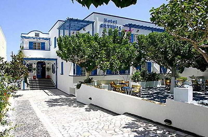 Artemis Hotel in Kamari, Santorin Außenaufnahme