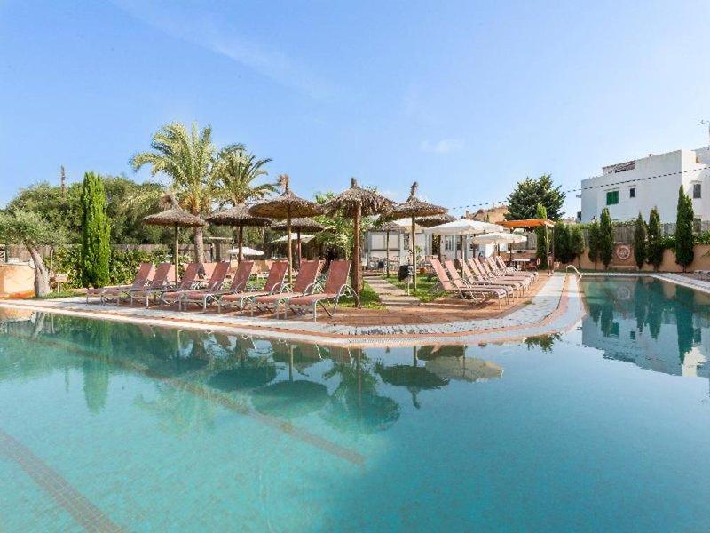 Apartamentos Playa Ferrera in Cala Ferrera, Mallorca Pool