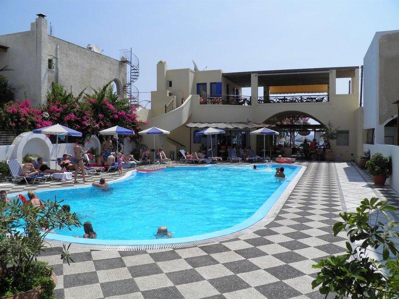 Levante Beach Hotel in Kamari, Santorin Pool