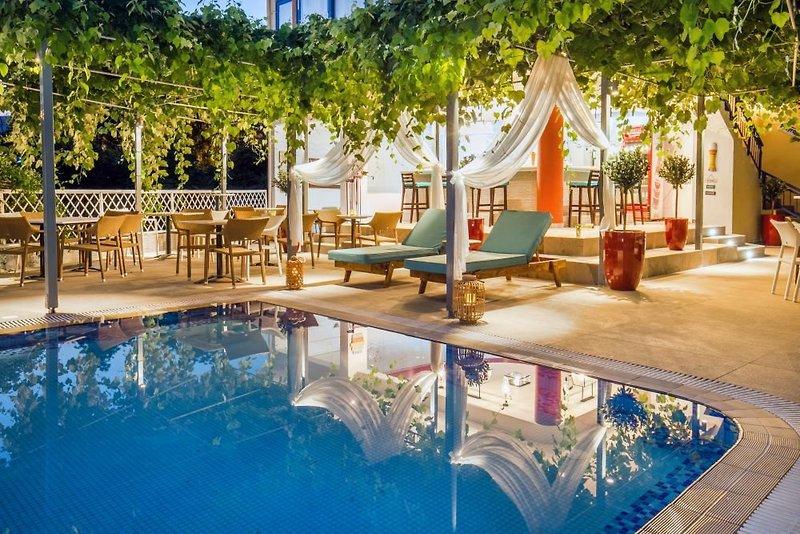 Thalassies Nouveau in Limenaria, Thassos Pool