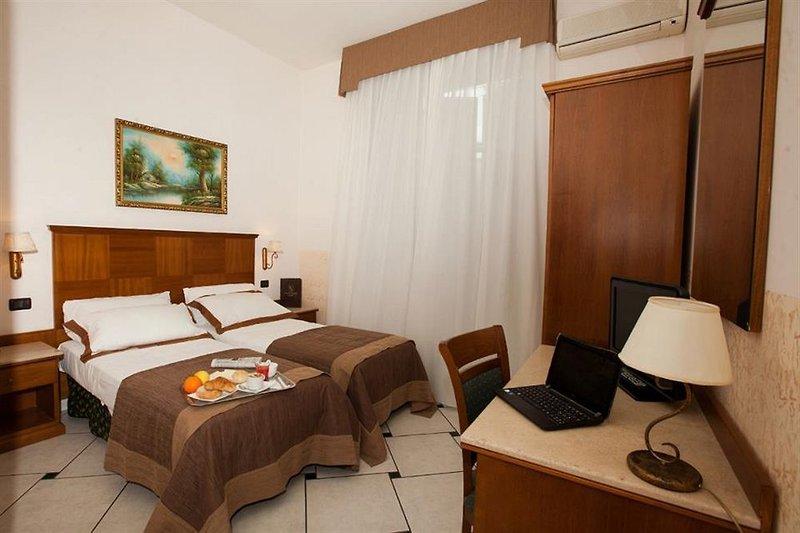 Hotel Garibaldi in Neapel, Golf von Neapel Wohnbeispiel