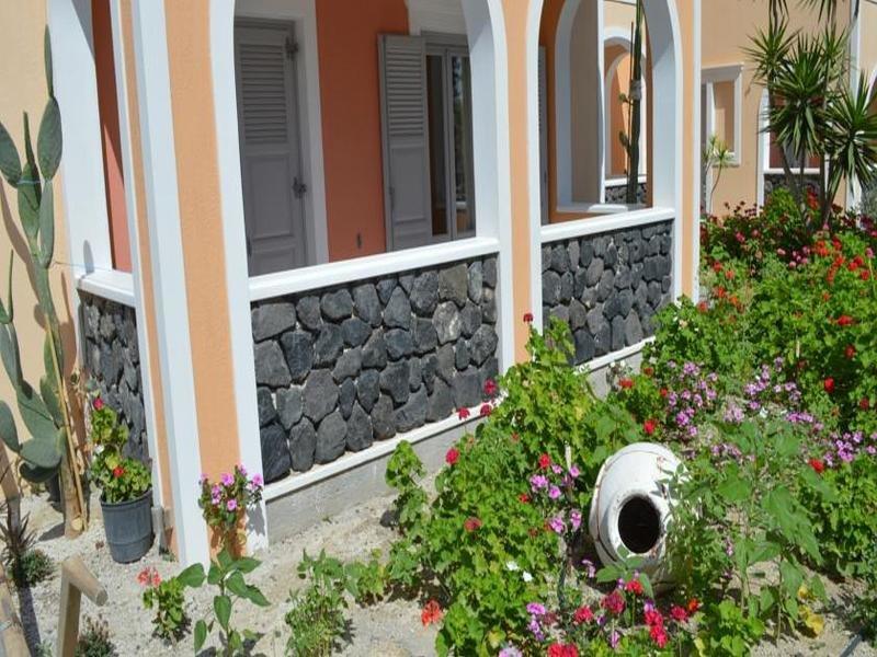 Castro Hotel in Kamari, Santorin Außenaufnahme