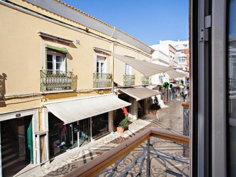 Main Street Apartments in Faro, Algarve Terasse