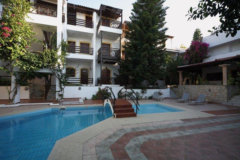 Rena Apartments in Gouves, Kreta Pool
